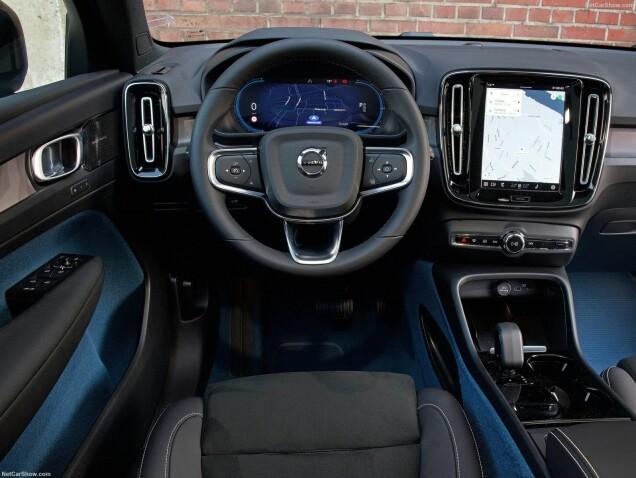Binnenin geen grote verrassingen.  Als u de afgelopen jaren in een nieuwe Volvo bent geweest, weet u hier veel meer.