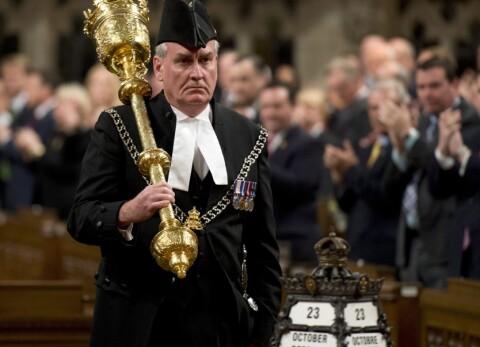 Kevin (58) fikk st�ende applaus da parlamentet �pnet etter terrorangrepet