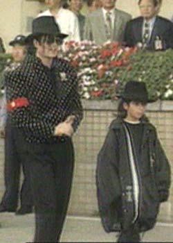 [SMENTITO] Michael ha un quarto figlio - Pagina 11 Omer_Bhatti__venn_a_158594a
