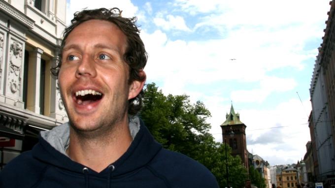 Tønsberg-DJ-en Thomas Giebelhausen er inspirasjonen bak Morten Ramms populære karakter «DJ Dan»! thumbnail