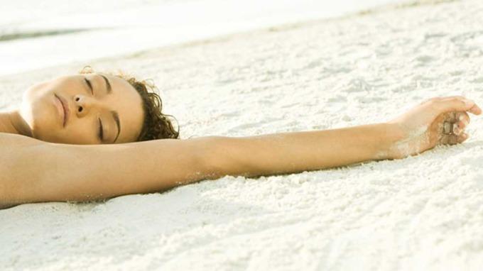 Hver femte solkrem kan være skadelig, noen solkremer er direkte helseskadlige! thumbnail