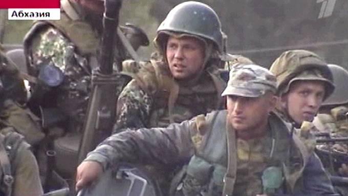 Russisk fjernsyns kanal 1 viste mandag bilder av russiske soldater i den georgiske utbryterrepublikken Abkhasia. <br/>Foto: CHANNEL ONE/AFP