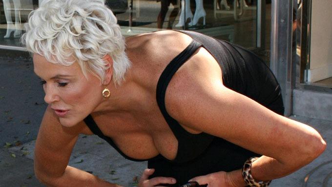 Brigitte Nielsen sier, – Jeg er sjalu og eiesyk, redd for å miste kjæresten! thumbnail