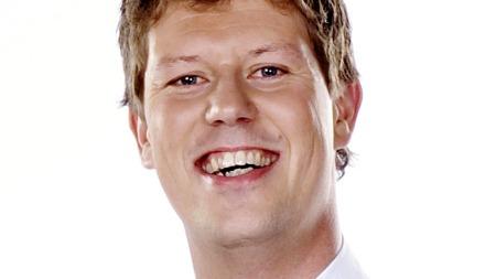 Jan Fredrik Karlsen (38) går fra TV 2 til konkurrenten, men håper å unngå håndgemeng når han nå skal lure «helt vanlige folk» på TV! thumbnail