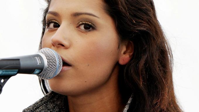 Jorun Stiansen jatakk, hun både synger og ser bedre ut en Tone Damli Aaberge! thumbnail