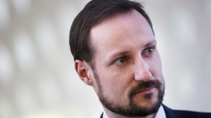 Kronprins Haakon bør ikke reise til brutale Aserbajdsjan! thumbnail