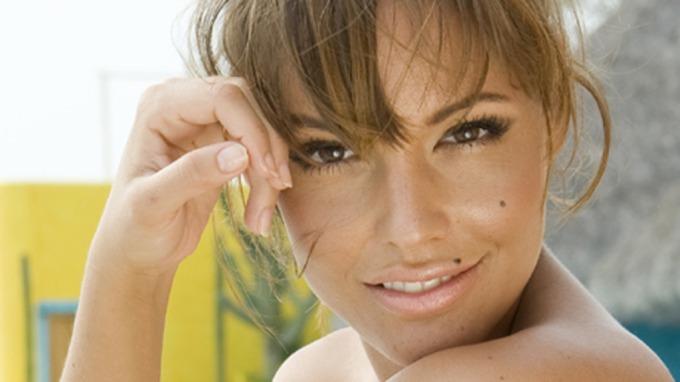Vakre og sexy svindlet Triana Iglesias på vei til Mexico for Paradise hotell!. thumbnail