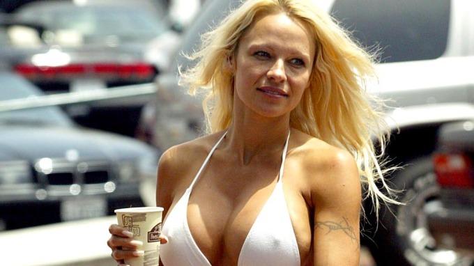 Pamela Anderson ønsker sin brutale eks tilbake, Tommy Lee! thumbnail