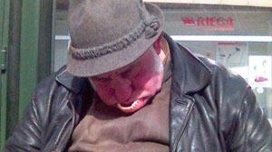 Det kan være vanskelig å holde tennene rett i munnen når du sover....