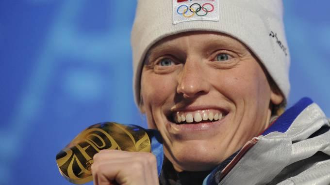 Ann Kristin Aafedt Flatland er ute i graviditetspermisjon, og da er det Tora Berger som er den egentlige «mammaen» blant de norske skiskytterjentene! thumbnail