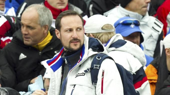 Hør her Kronprins Haakon er man kongelig så leker man ikke politikk! thumbnail