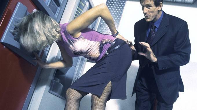 Sleske menn som klår på kvinner bør få svi på pungen! thumbnail