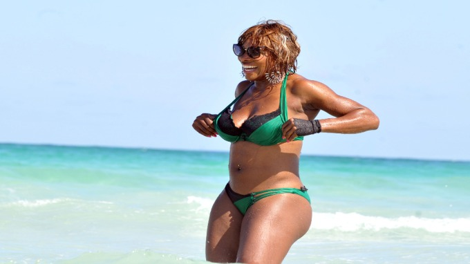 Tennisstjernen Serena Williams har så mye kvinnelig hærlighet å by på! thumbnail