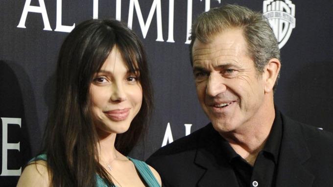 Mel Gibson og Oksana Grigorieva har skilt lag, var utro med pornofilmskaperen Violet Kowal! thumbnail