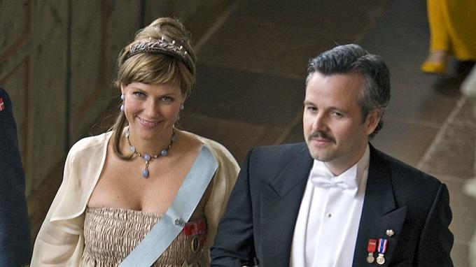 Vakre prinsesse Märtha Louise noe sur for Ari Behn USA tur! thumbnail