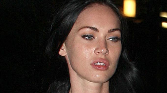 Vakre Megan Fox trives best i eget selskap, unngår andre! thumbnail
