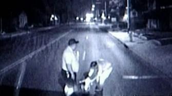 En syk verden når baby sitter midt i veien, sjokk for bussjåfør Michael Hubbard! thumbnail