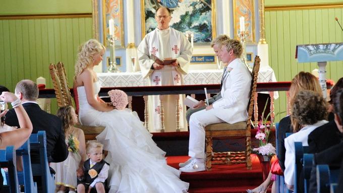 Bjørn Helge Riises lar seg giftes med hvite joggesko på, da med ena Jenssen! thumbnail
