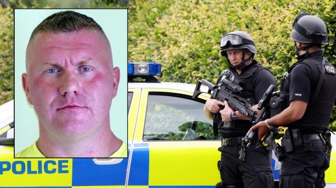 En farlig og brutal mann jages av britisk politi! thumbnail