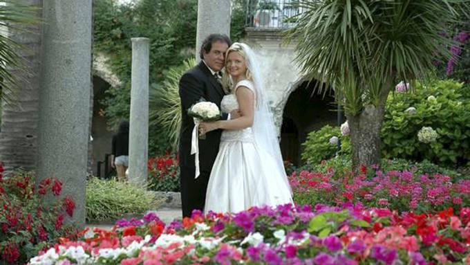 Lynn France fant ektemannens bryllupsbilder på Facebook thumbnail