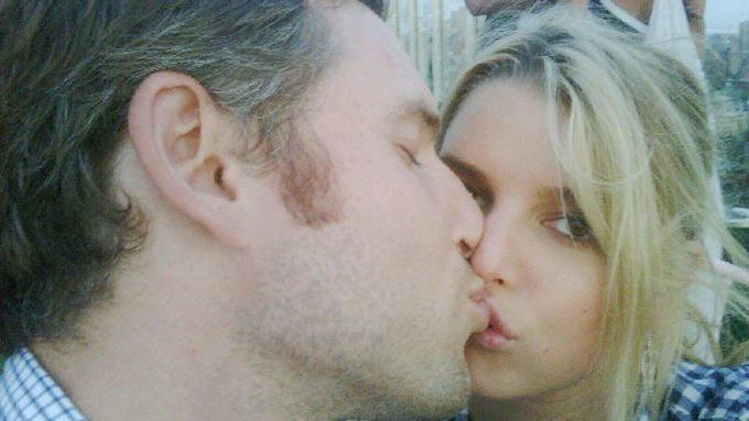 Jessica Simpson har funnet seg ny elsker, han heter Eric Johnson! thumbnail