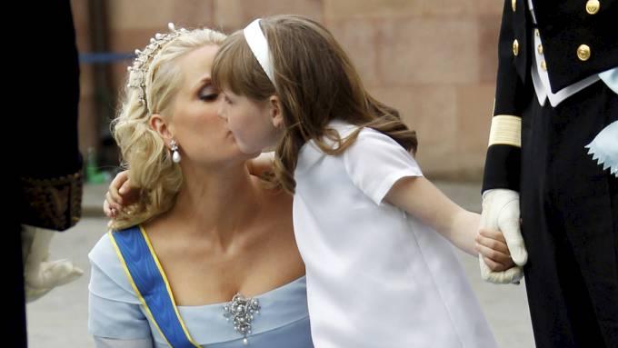 Søte prinsessen Ingrid Alexandra begynner på skolen, mamma Mette-Marit fyller år! thumbnail