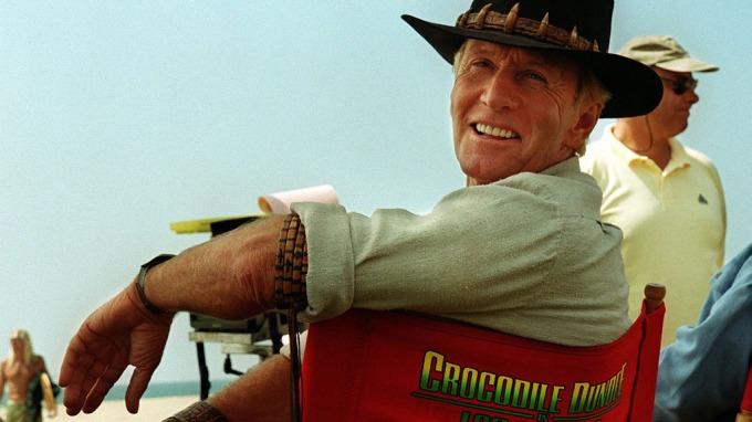 Skattefuten er på jakt etter pengene til Paul Hogan, krokodillejegeren! thumbnail
