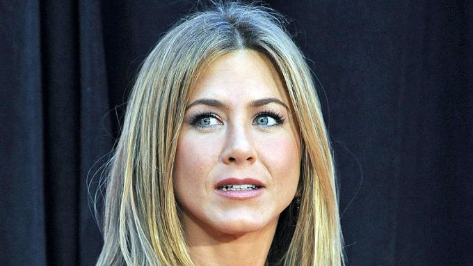 Jennifer Aniston vil ha ung og fyrrig elsker! thumbnail