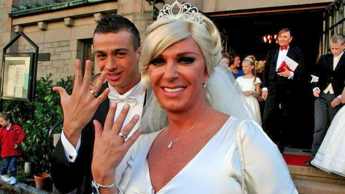 Terje Schröder fra draggruppa «Great Garlic Girls» giftet seg i fjor med den italienske artisten Paolo Tuci! thumbnail