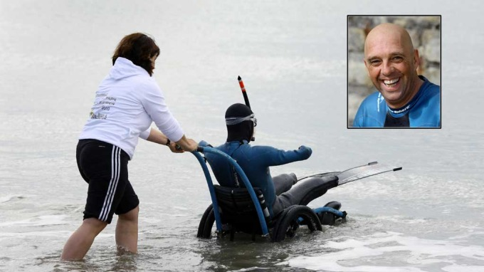 Handicapede franskmannen Philippe Croizon svømte over den engelske! kanal! thumbnail