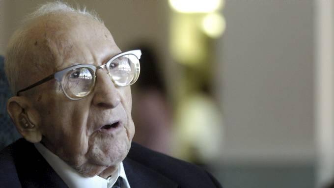 Walter Breuning har fylt 114 år, han er verdens eldste nålevende person! thumbnail