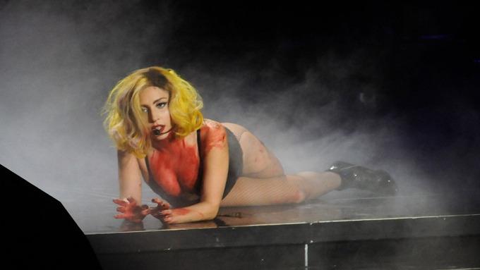 Lady Gaga mener at alle ønsker henne død, har dødsangst! thumbnail