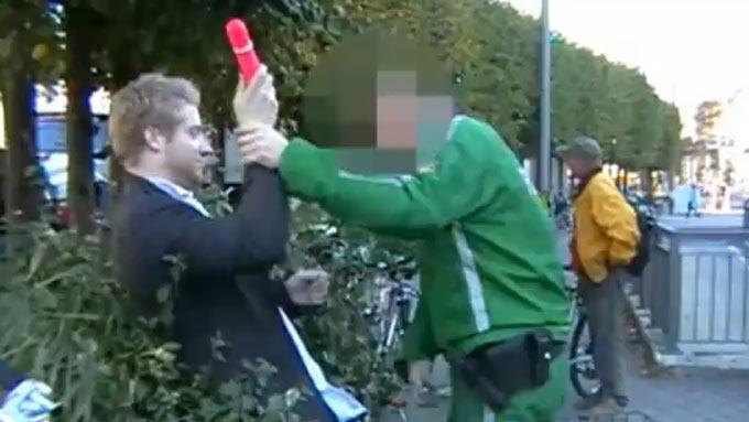 Utagerende mann angrep politimann med vibrator og dametruse! thumbnail