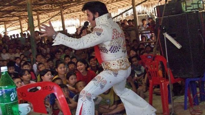 Elvis-helten Kjell Henning Bjørnestad har besøkt Karen folket i Burma! thumbnail