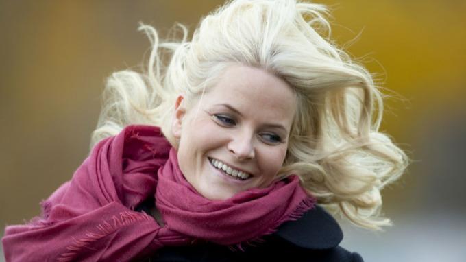 Mette-Marit slaktes av svenskene