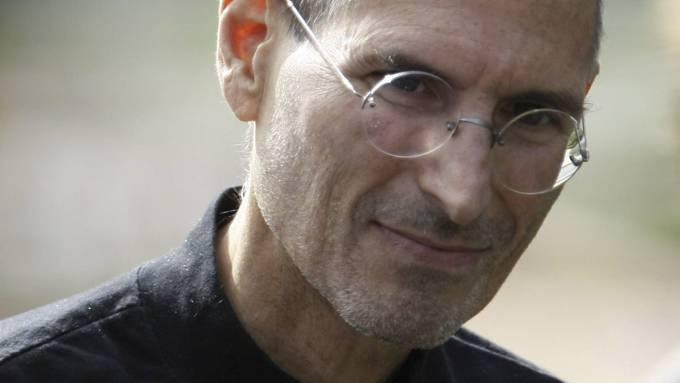 Steve Jobs er sykmeldt. Apple-sjefen tar seg fri, og tar ei pause i bakken! thumbnail