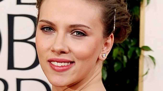 Scarlett Johansson tok skjønnhetsoperasjon, Var hos kirurgen i Beverly Hills! thumbnail