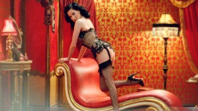 Dita von Teese reklame bannlyst fra TV, ei deilig og sexy kvinne! thumbnail