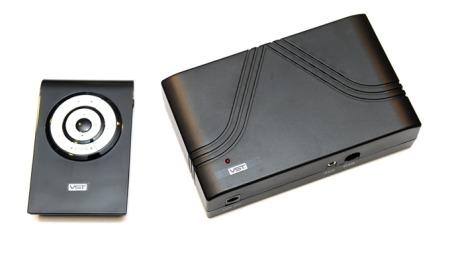 Sammen med DAB-boksen følger det med en fjernkontroll som du kan bruke til å skifte radiokanal med. Foto: Egill J. Danielsen
