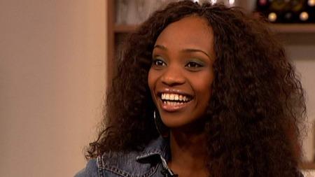 Stella Mwangi ble så flau av «Plumbo»-skandalen at hun fikk latterkramper og ble ille dårlig! thumbnail