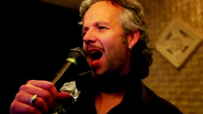 Ari Behn gir seg rocken i vold, vil bli rockestjerne! thumbnail