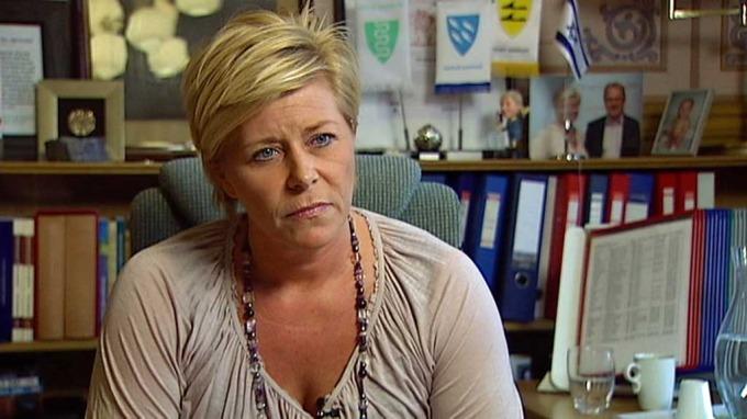 Lesbiske Siv Jensen nekter enda for at hun er henfallen flatbaner! thumbnail