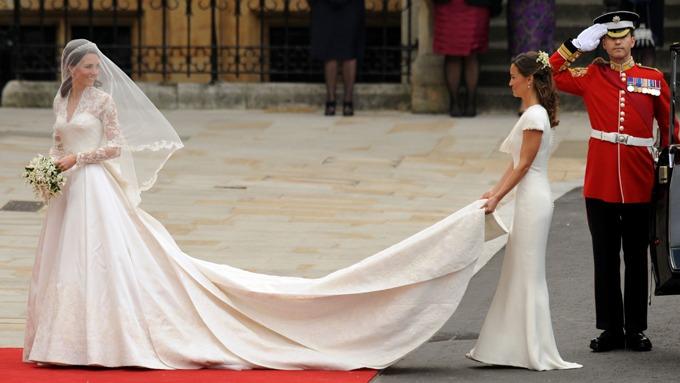 Her er Kate i brudekjolen!