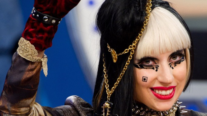 Lady Gaga synes trekantsex er moro, liker også småpike-sex, grisat kvinne! thumbnail