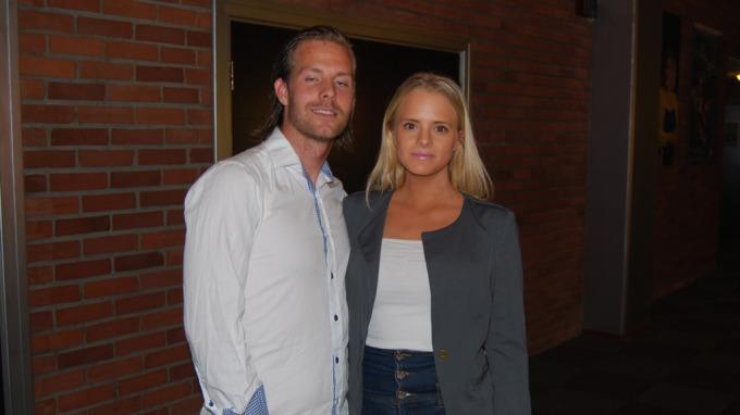 Daniel Hamnes kom med sin nye kjæreste, Rikke Løke, til Valens premiere i Tønsberg! thumbnail