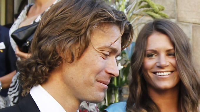Hans Petter Buraas og kjæresten Pia Rivelsrud er blitt foreldre til tvillinger, riktig en kåting denne Burre! thumbnail
