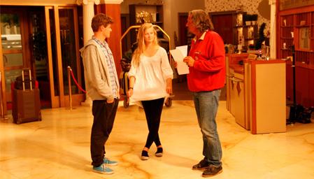 Mathias Ambjør og Tina Opsahl Hansen har sikret seg rollene som Sol og Måne i «Hotel Cæsar» thumbnail