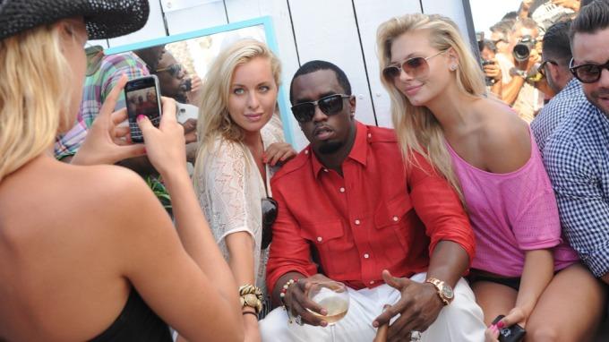 Carina Dahl festet med «P Diddy»….. før hun dro på nachspiel i rapstjernens villa! thumbnail