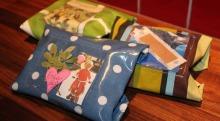 Her ser du tre eksempler på den hjemmesydde matpakken. I den lille plastlommen kan du pynte matpakken med små meldinger eller annen kreativ pynt.