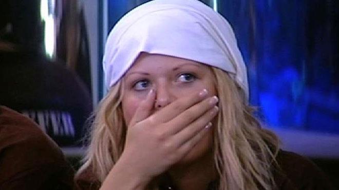 Tiia Maria tok beskjeden tungt. Seerne raser etter avstemming: – Forbanna idioter! thumbnail